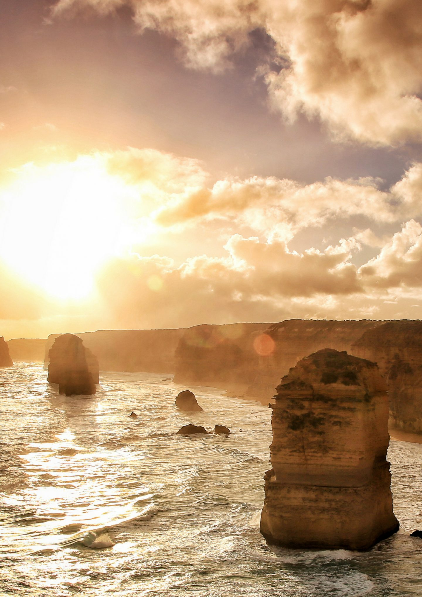 The great ocean road is one of the most scenic drives you will ever do. The 234-kilometer long route takes you along some of Australia's most amazing scenery.